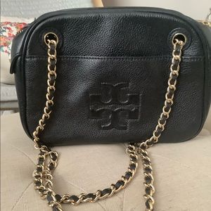 Tory Burch Bags - Tory Burch purse with gold chain
